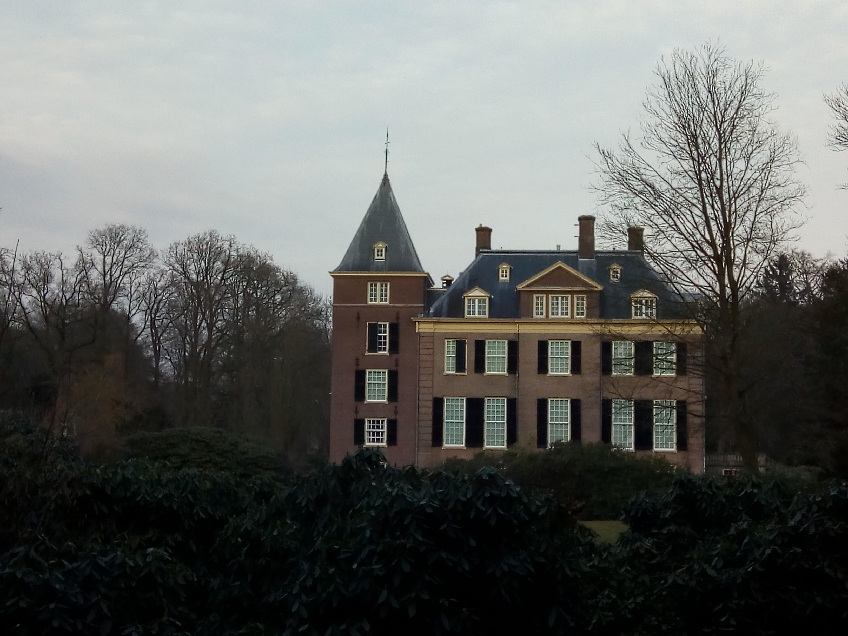 Achteraanzicht van Huis Verwolde te Laren bij Lochem.