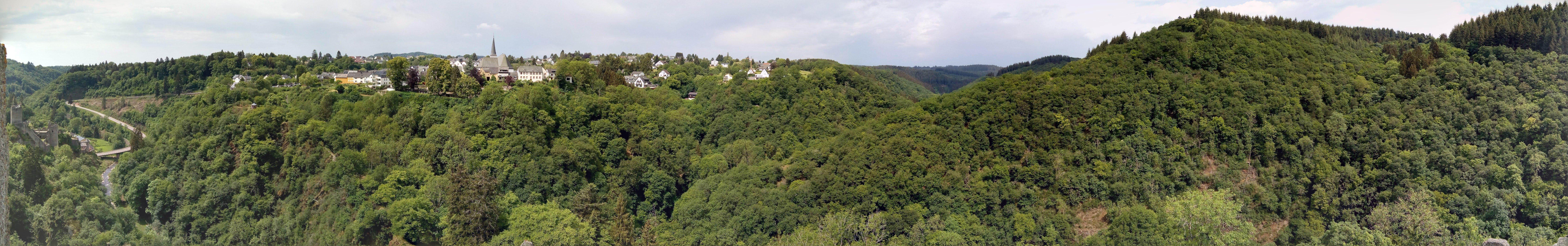 Panorama uitzicht vanaf Manderscheid burcht