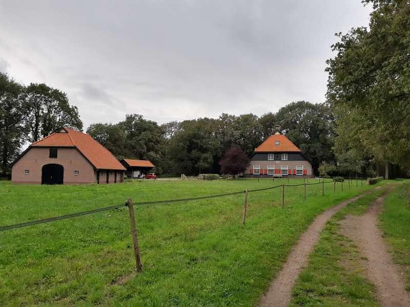 Mooi zicht op een oude boerderij bij Ruurlo.